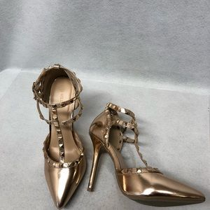 Wild Diva Gold Rock Stud Heels sz 8
